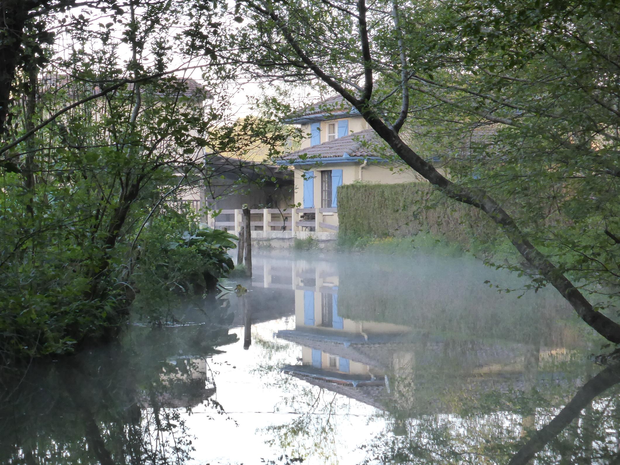 moulin et maison vus de la rivière